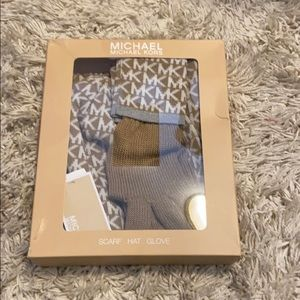 NWT Michael kors scarf, hat, and gloves set